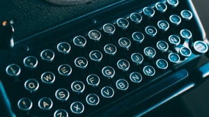 CC retro typewriter image without attribution requirement
